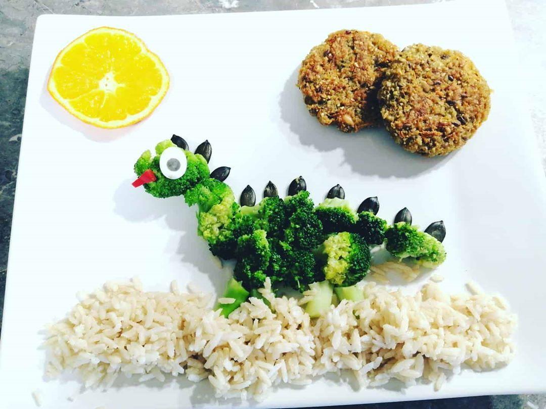 Unser Mittagessen, Dinkellaibchen mit Naturreis und Brokkoli  #Brokkoli #forkids #funfood #lustig #s...