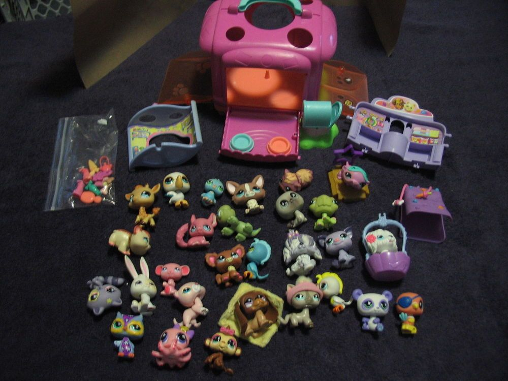 Hasbro Littlest Pet Shop 28 animals accessories and house