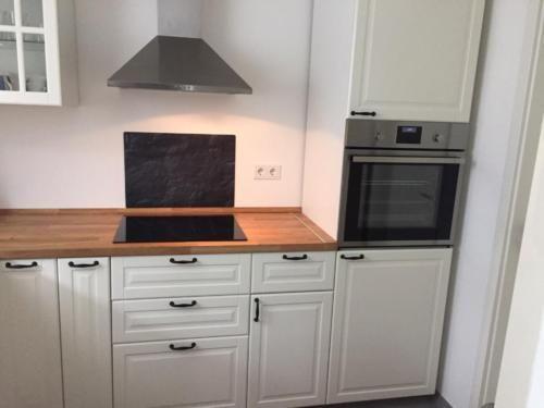 Einbauküchen günstig ikea  IKEA Einbauküche Metod Landhausstil Front Bodbyn mit E-Geräten in ...