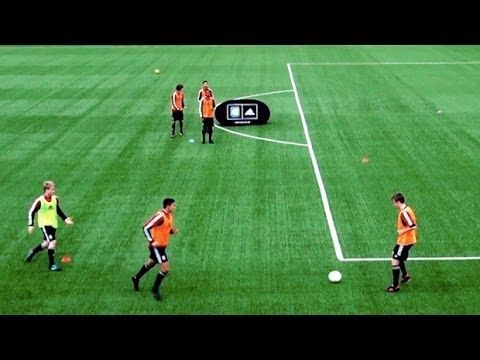 How To Play Like Spain Fast Combinations Part One Soccer Passing D Soccer Passing Drills Soccer Drills Soccer