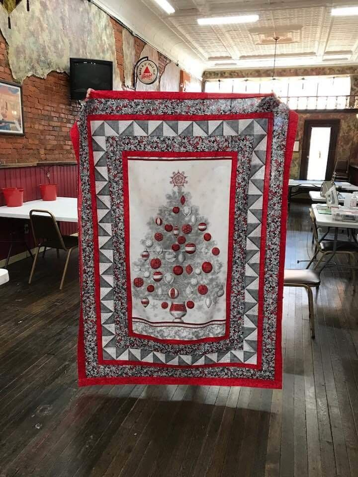 Pin by Norma Yoder on Christmas | Fabric panel quilts ...