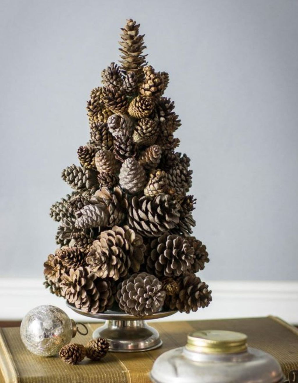 48 Fabulous Christmas Pine Cone Decorations Pimphomee In 2020 Tabletop Christmas Tree Christmas Tree Crafts Mini Christmas Tree
