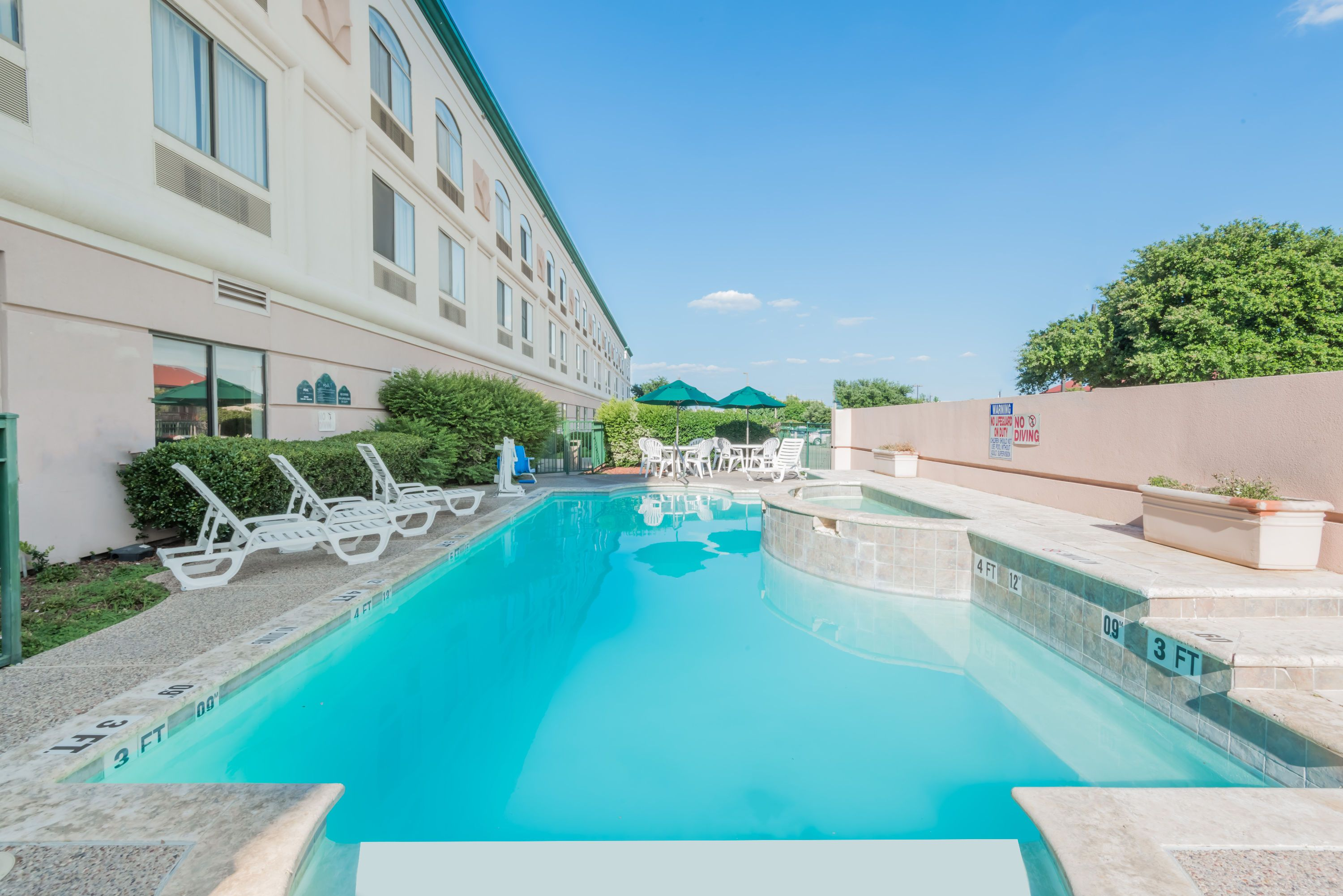Reserve Your Stay At Hotels Near Six Flags Over Texas Dallas Which Can Cater To Nearly Any Size Group To Book Hotel I Booking Hotel Hotel Six Flags Over Texas