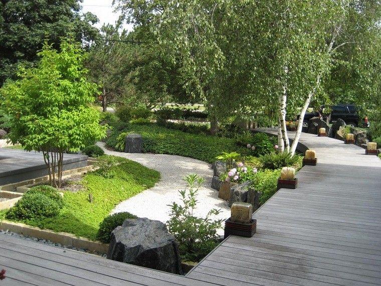 jardin zen con plataforma de madera