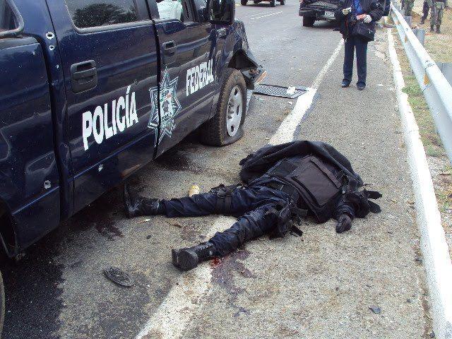 Нарко Полицейский Злоупотлебляет Своим Положением