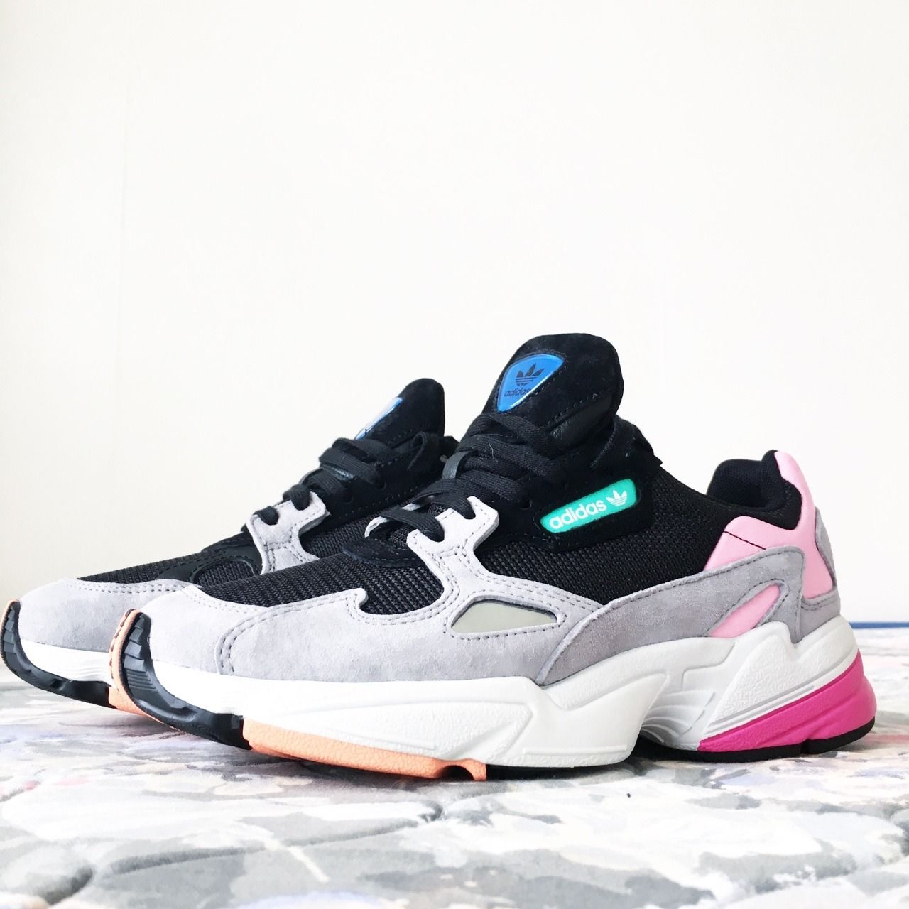 reputable site 50eca 5ff4b adidas Originals Falcon