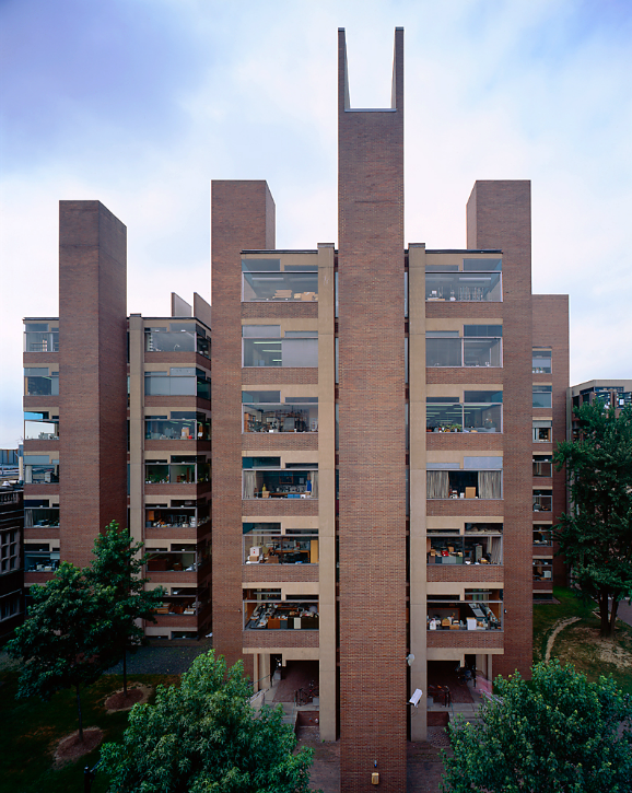 Alfred newton richards medical research biology building for Louis kahn buildings