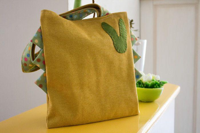 DIY couture débutant tote bag simple customisable. coutures droites. Tuto pour faire un sac de Pâques réalisé en quelques minutes.