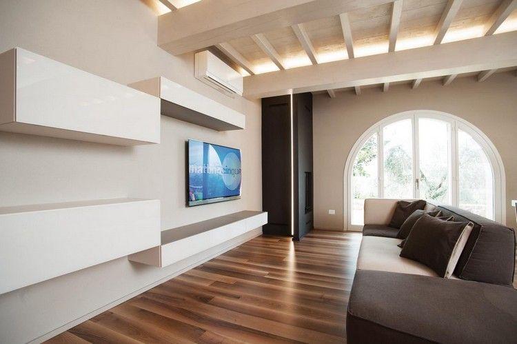 Minimalistisches Wohnzimmer In Warmen Tönen