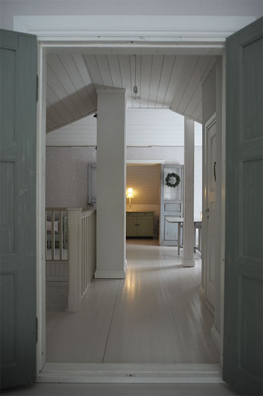 P ö m p e l i: traditional scandinavian house attic vintage antique