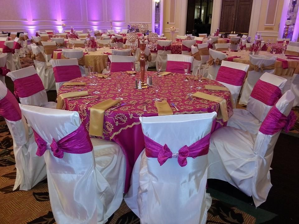 Hot Pink Table Cloth Gold Paisley Overlay Napkin Ivory Square Back Chair Cap With Cushions Crushed Taffeta Sash