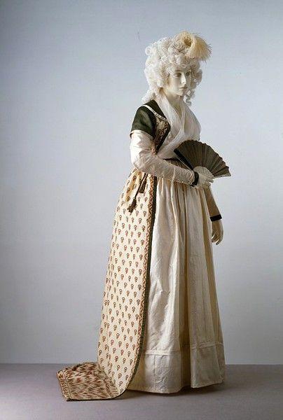 Robe, ca 1797 England, the Victoria & Albert Museum