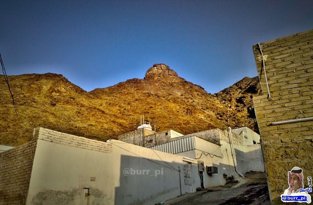 جبل ثبير يقال إنه الجبل الذي انزل الله عليه كبش الفداء لإسماعيل عليه السلام وهو على يسار الذاهب من مكة المكرمة إلى Landmarks Mount Rushmore Natural Landmarks