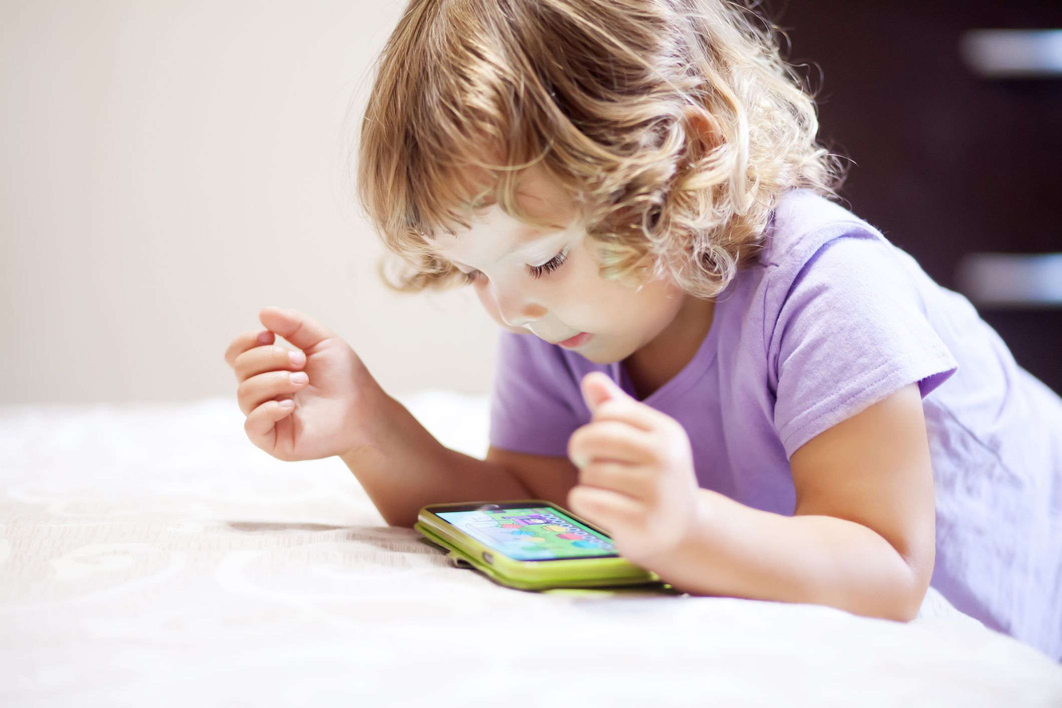 Children who use screens too much have different brain ...