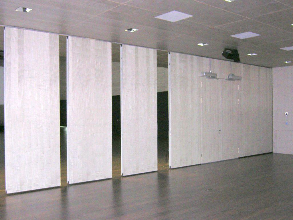 Raumteilung Leicht Gemacht. Wir Bauen Flexible Raumtrennsysteme Aus Glas,  Holz, Leder, Kunststoff. Das Verwendete System Ist Abhängig Von Den  Anforderungen ...