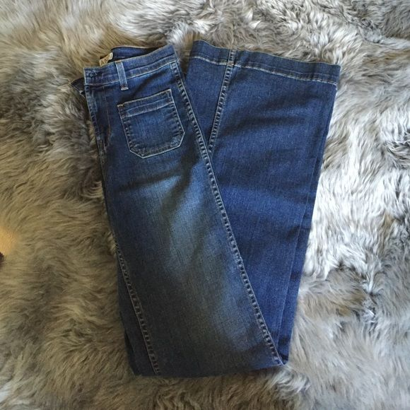 J Brand Wonderama Jean J Brand Wonderama Jean size 26. No damages. Perfect condition. High waisted 70's flare J Brand Jeans