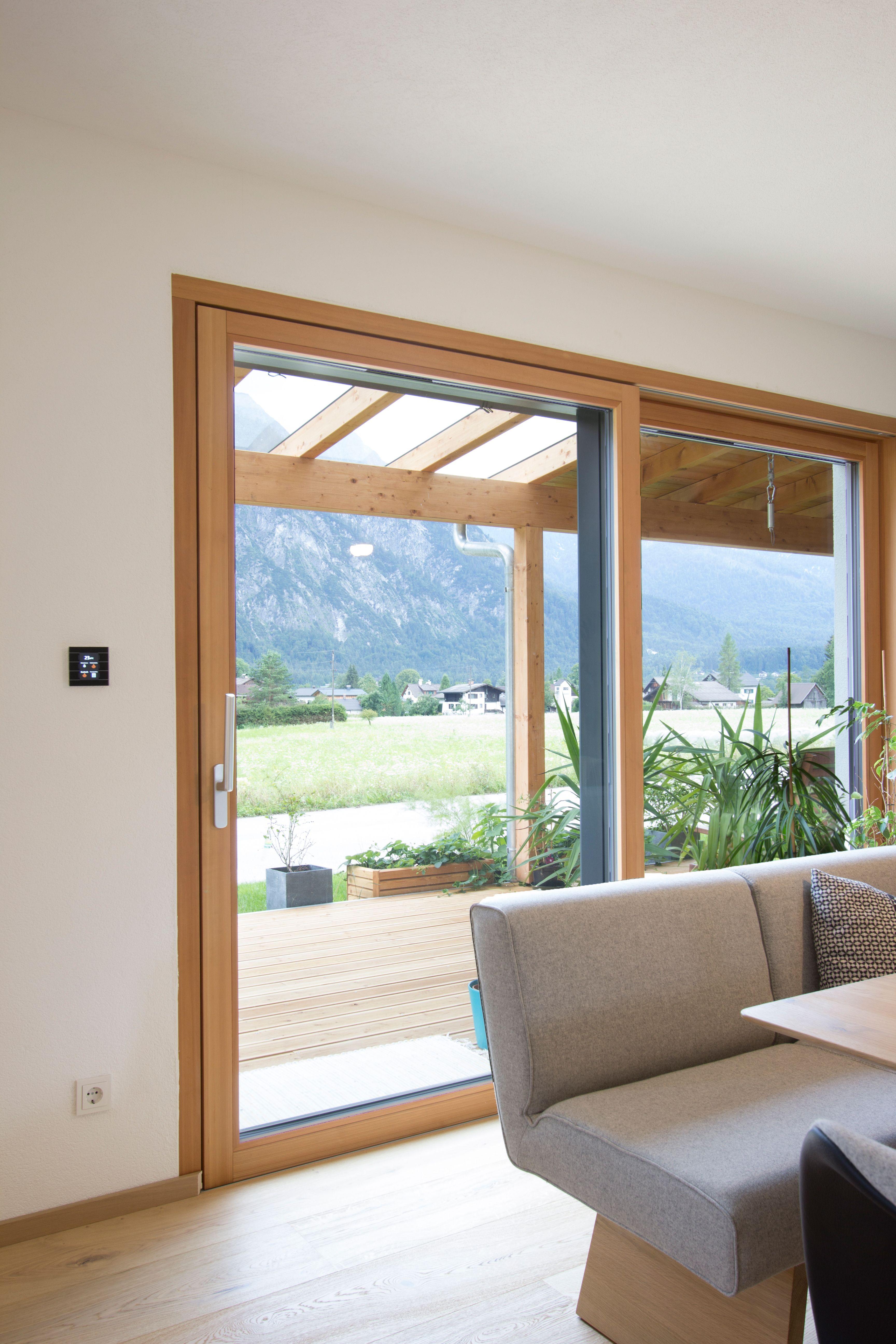 Photo of Holz-Alu Hebe-Schiebetüre. Außen mit Alu-Deckschalen und innen in Lärchenholz…