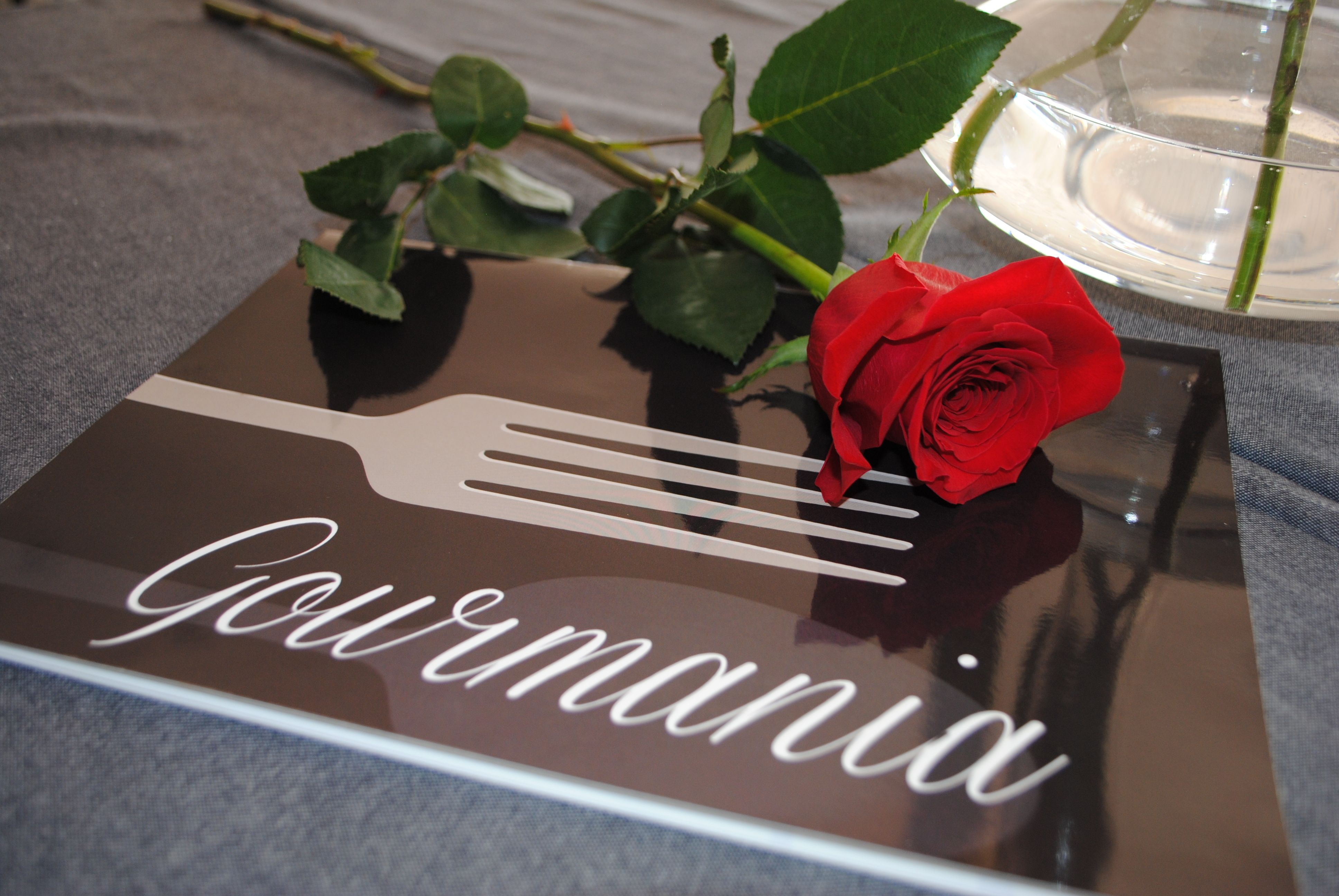 En Gourmania cuidamos todos los pequeños detalles, especialmente en fechas señaladas. // In Gourmania restaurant, we care for all the little details, specially on notable dates.