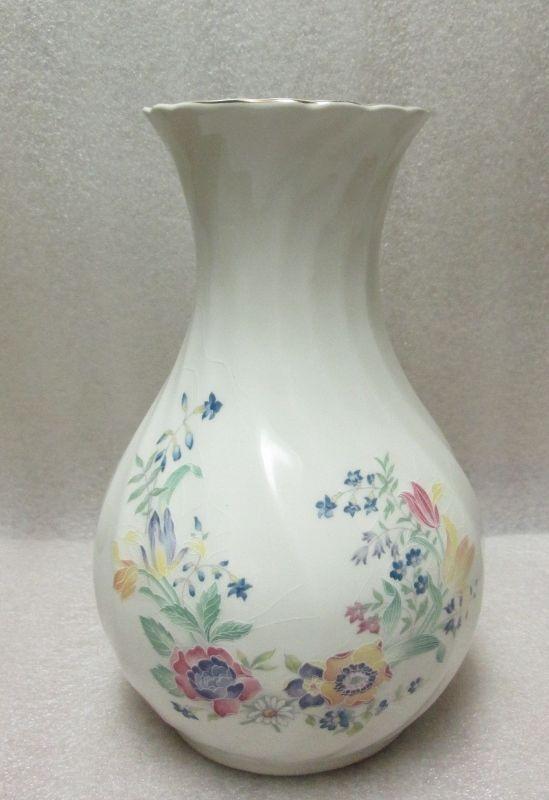 Sadler England Vase White For Flowers Motif Swirl Porcelain Lovely