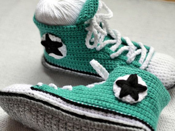 men 39 s crochet adult converse inspired high tops men chaussons adulte pinterest pantoufle. Black Bedroom Furniture Sets. Home Design Ideas
