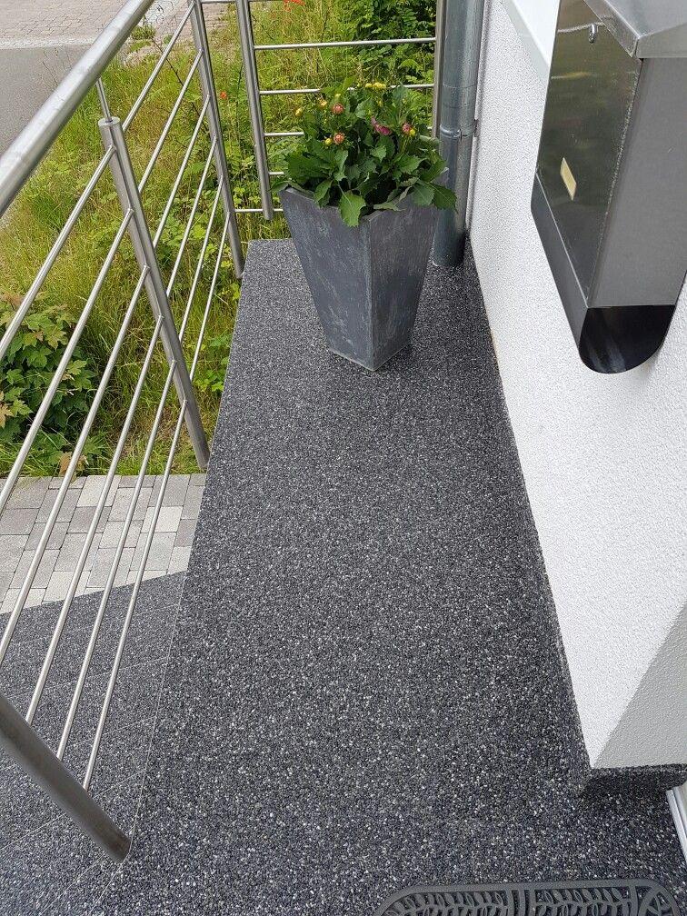 Steinteppich Anthrazit Balkonbelag Geländer Balkon