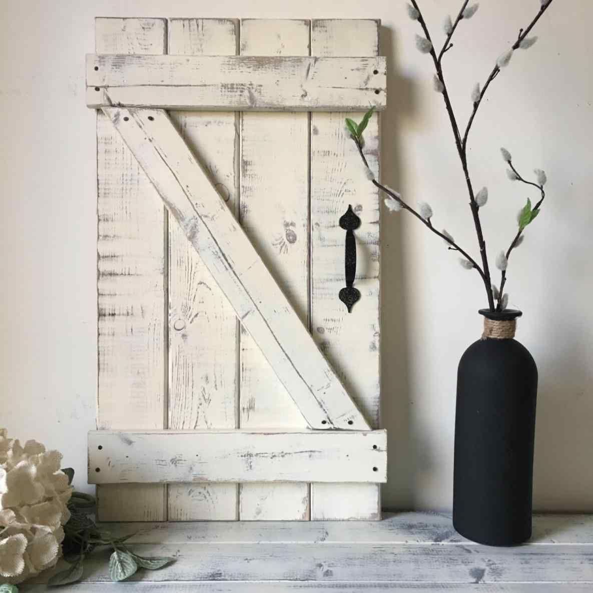 Top 14 Unique Sliding Barn Door Wall Decor Ideas For Inspiration Barn Door Shutters Barn Door Decor Wood Doors Interior