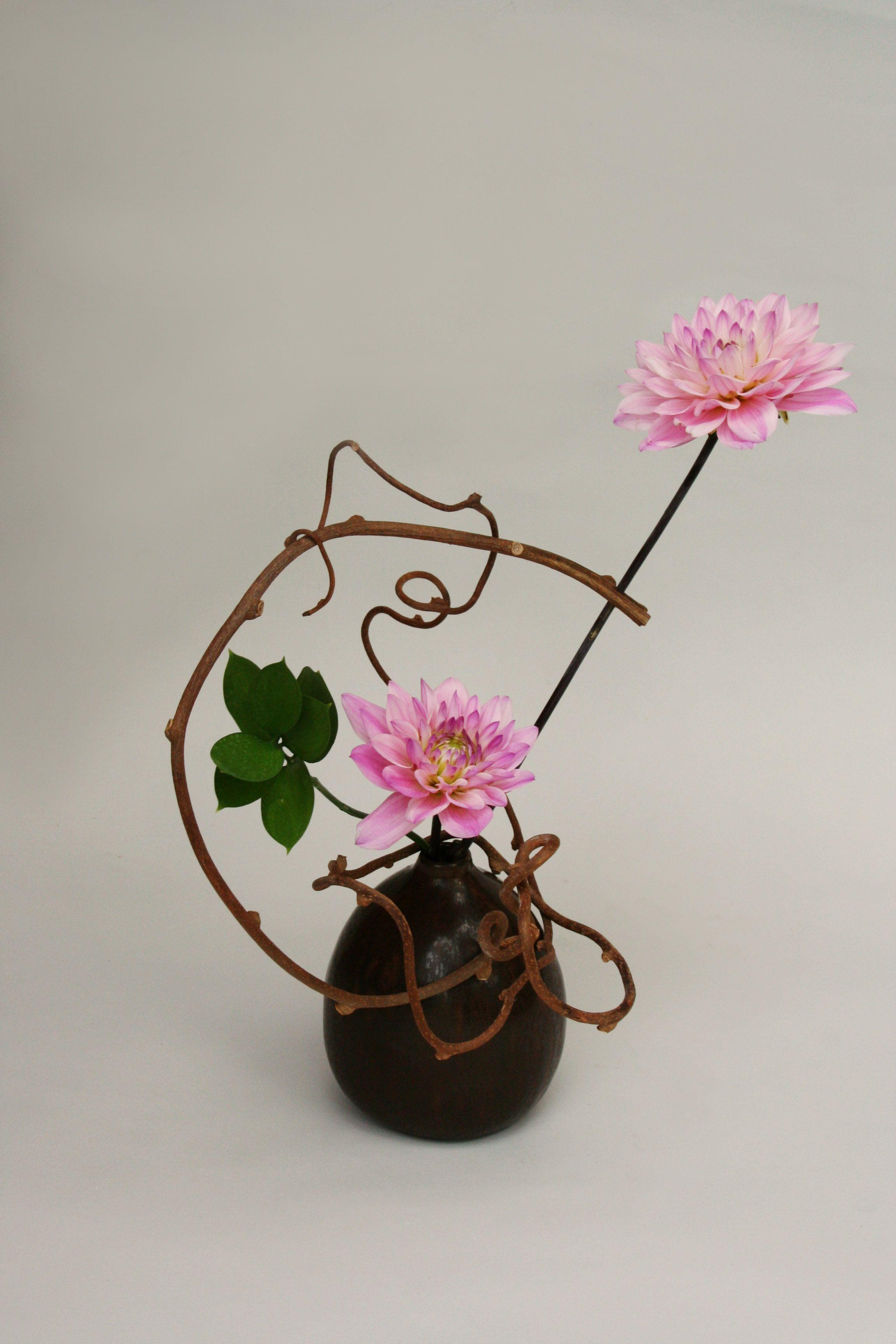 dahlias ikebana flower arrangements F L O R E Pinterest