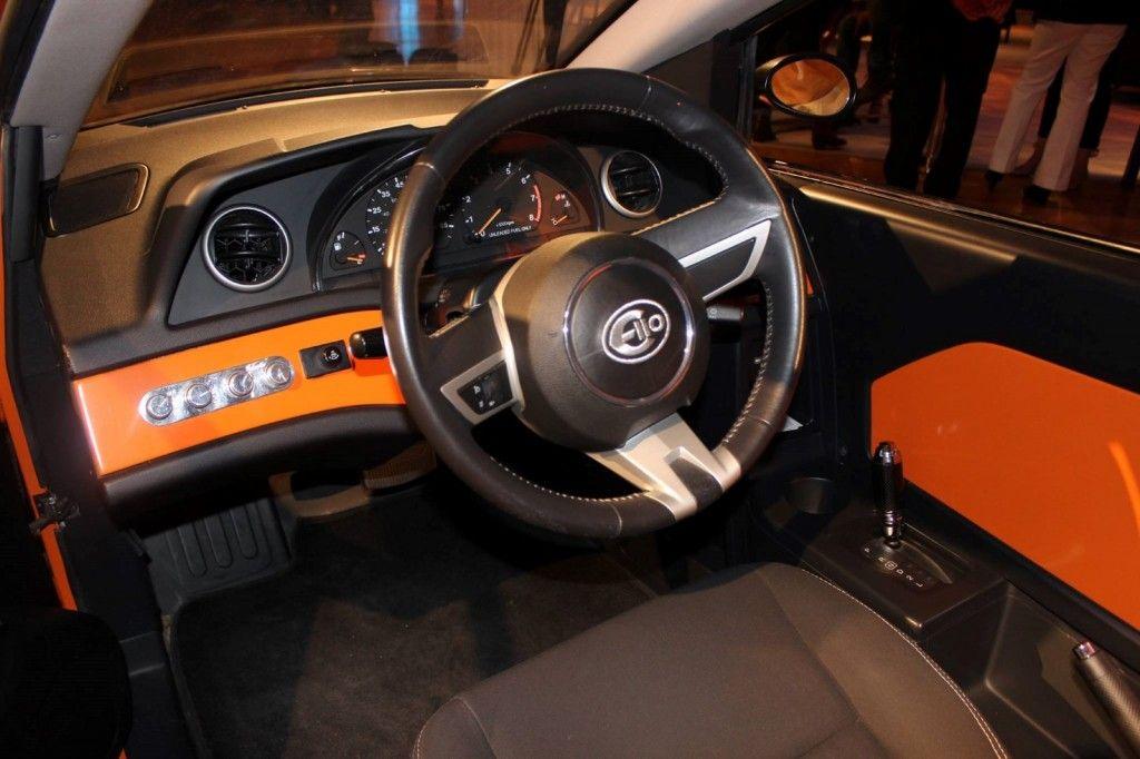 Elio Car Interior Motors 84 Mpg 3 Wheeler Image