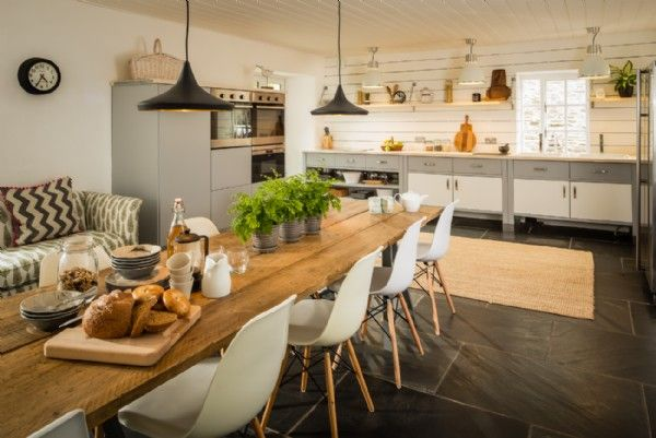 The Large And Luxurious Farmhouse Kitchen At Willow Moon  Dining Alluring Willow Dining Room 2018