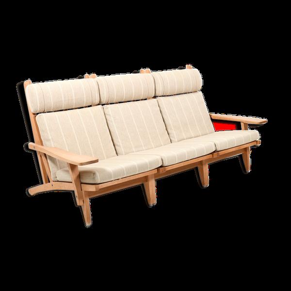 Photo of 3-seater sofa GE-375 in oak by Hans J. Wegner