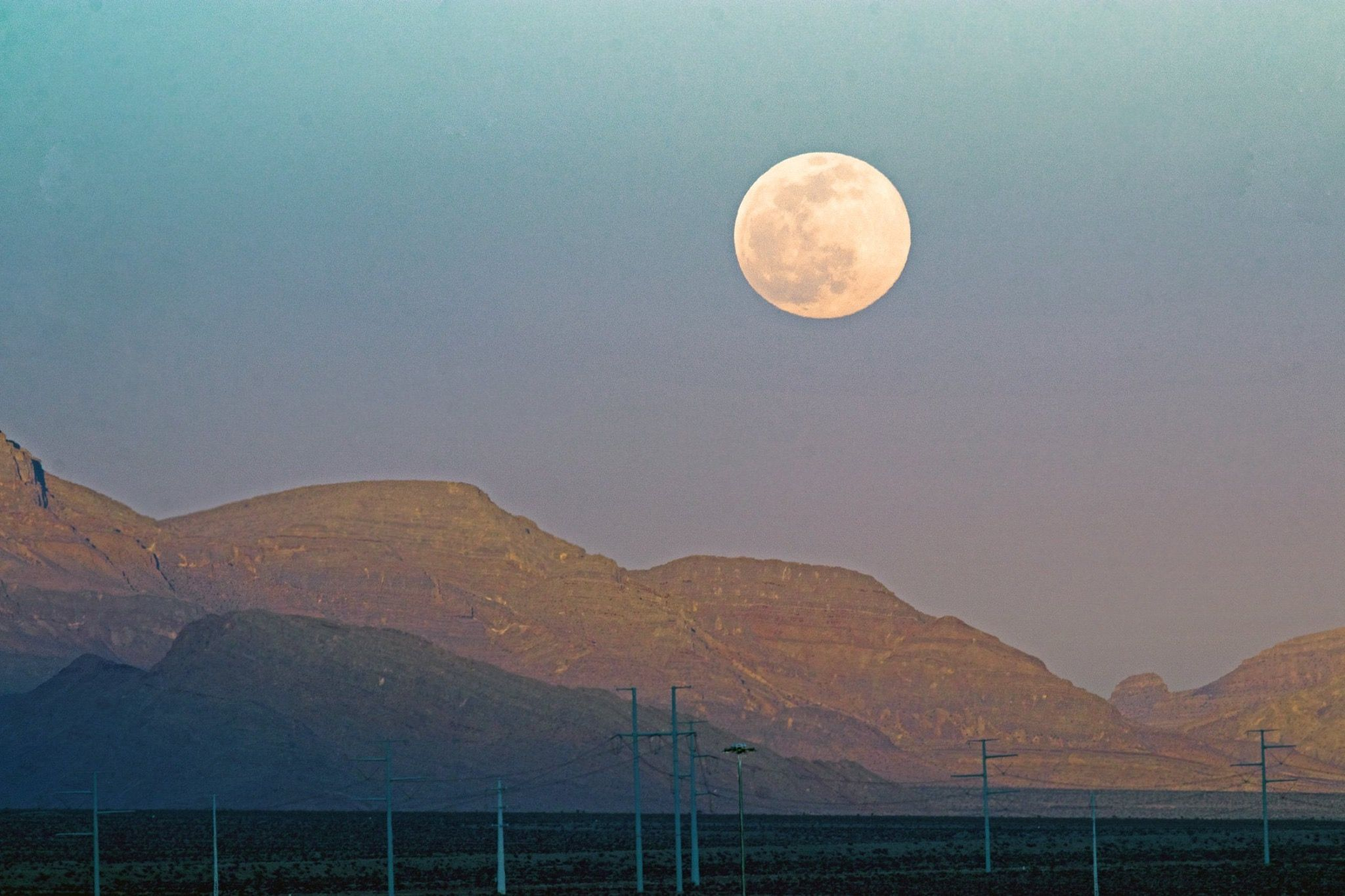 Super Moon Over North Las Vegas Nv 2 8 2020 Photo By Daniel Guzy Nevada Nature Lovers Via Fb Nevada Nature North Las Vegas Nature Lover