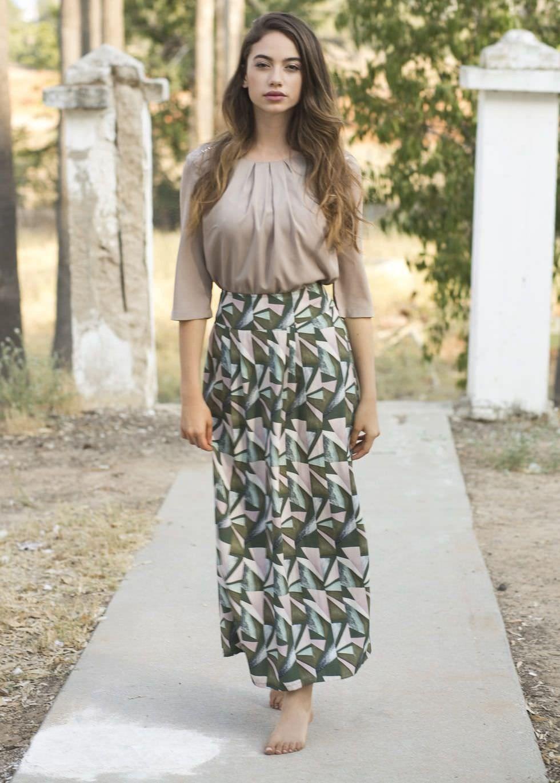 b0a902fe57a88 Ultra- flattering maxi skirt in a unique texture