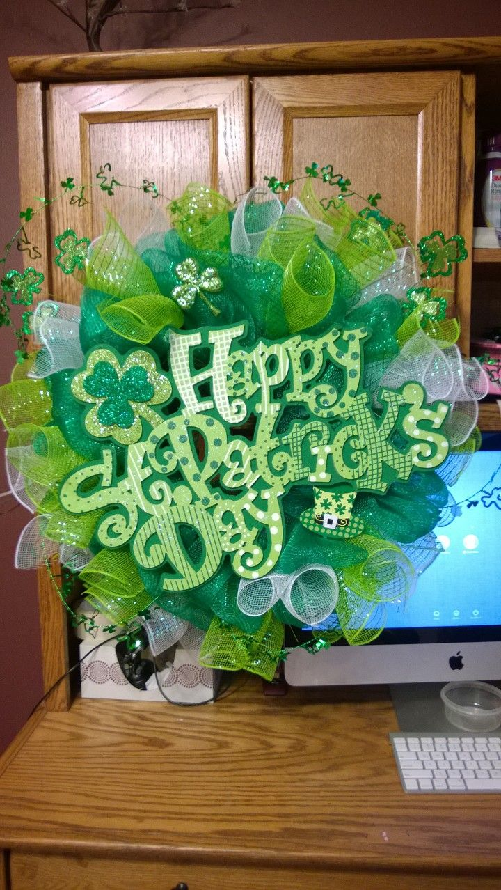 happy st patricks day deco mesh wreath by nicole d creations mesh crafts pinterest. Black Bedroom Furniture Sets. Home Design Ideas