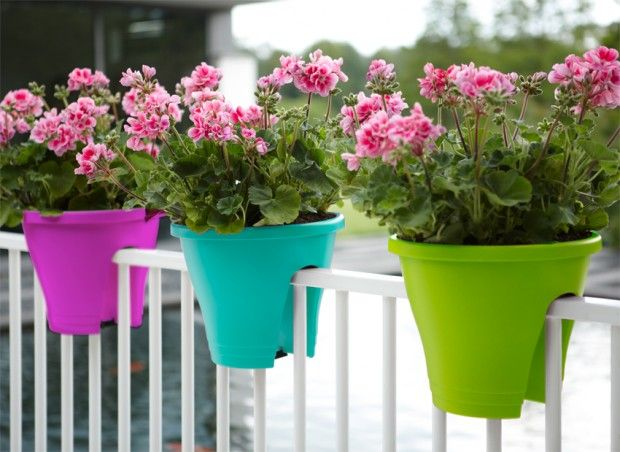 Pot de fleur design et color for Decoration jardin balcon