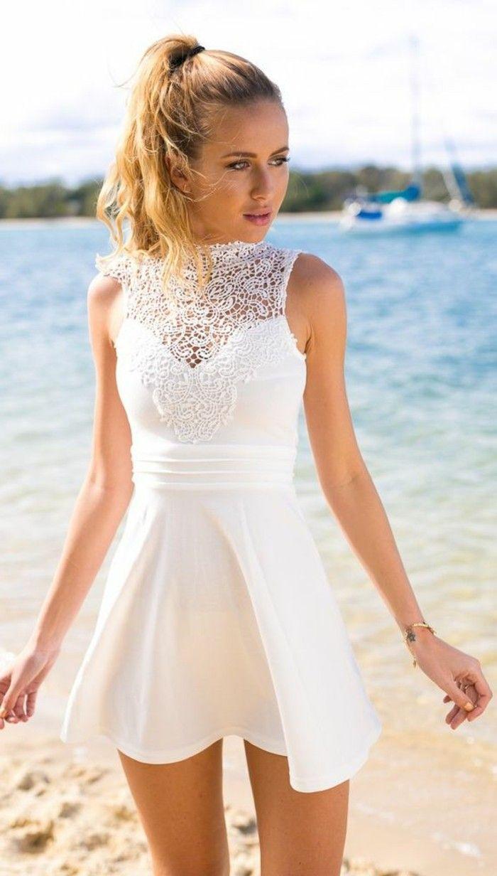 attraktives modell weißes kleid - elegante frau am strand