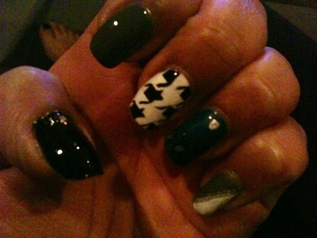 #houndstooth #feathers #swarovski #nails #pretty #unique