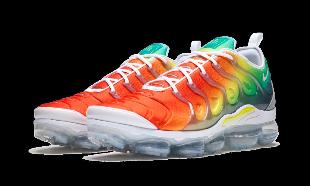 Air VaporMax Plus Rainbow | Rainbow nikes, Nike, Black