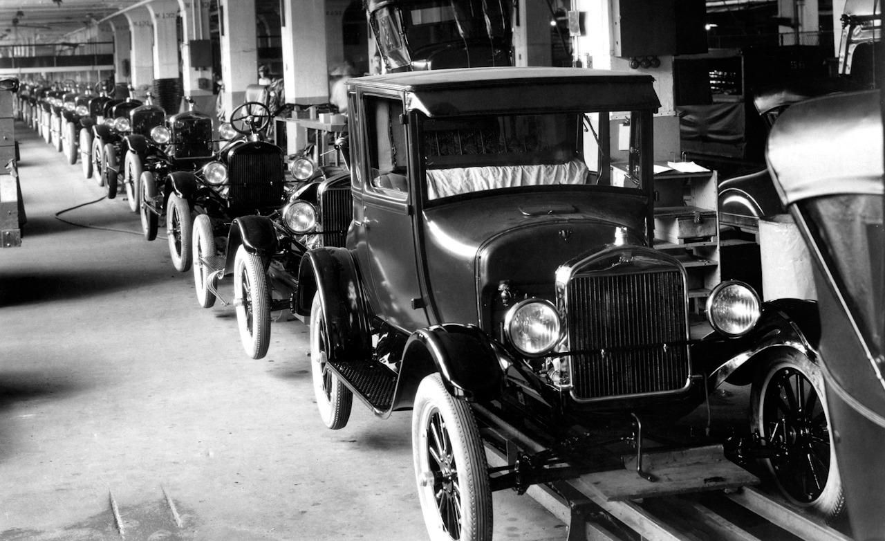 Model T Ford, Assembly Line - invented by Henry Ford in 1908, 1913 ...