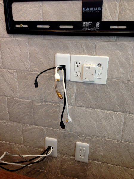 壁掛けテレビ 壁掛けテレビ 配線 壁掛けテレビ リビング