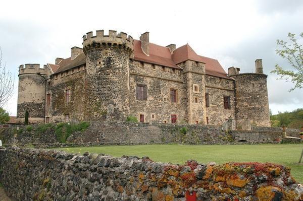 chateau saint saturnin puy de d me auvergne france france auvergne pinterest castle. Black Bedroom Furniture Sets. Home Design Ideas