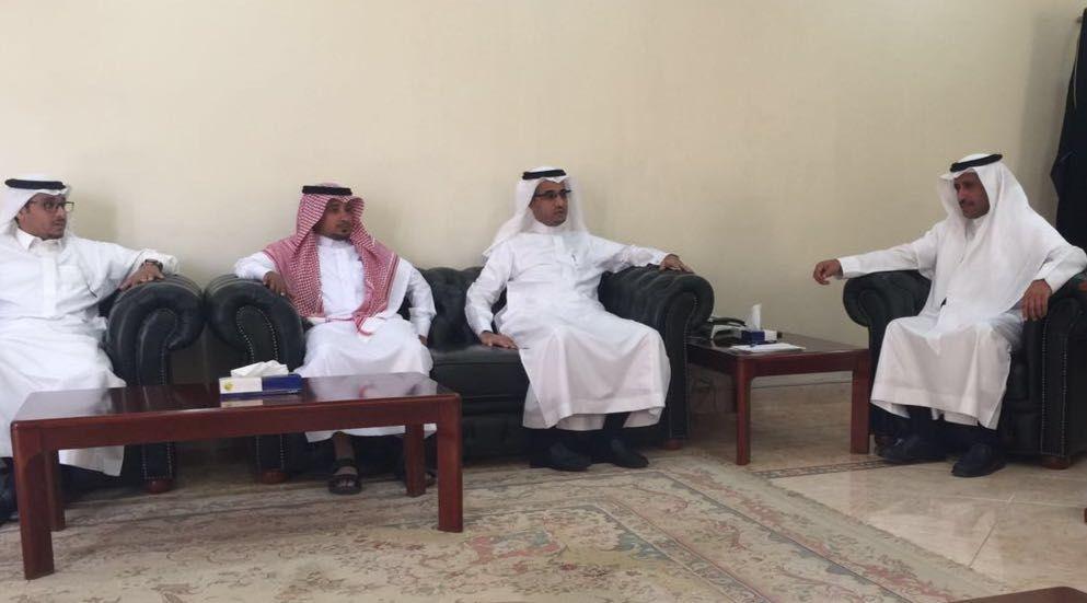 مدير طرق الرياض يتفقد مشاريع التنفيذ والصيانة بالزلفي شبكة سما الزلفي Lab Coat Coat Fashion