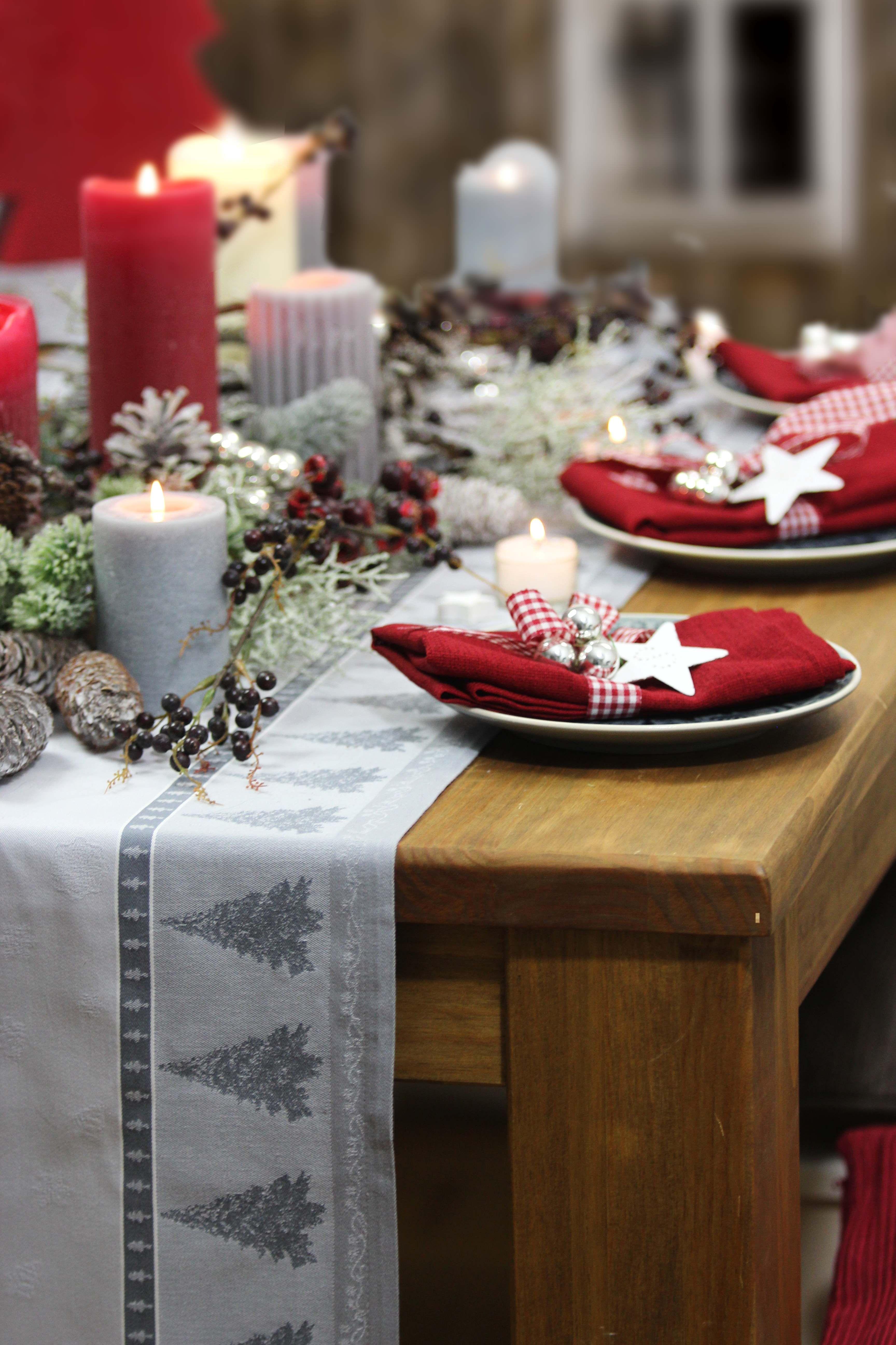 beautiful einfache dekoration und mobel tischdecke huebscher stoff fuer den gedeckten tisch 2 #3: Ŵir lieben die Kombination grau mit rot zu Weihnachten! Tischläufer: X-mas  Trees