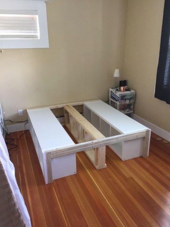 Un lit queen rangements ikea kallax lits einrichtungsideen schlafzimmer schlafzimmer et - Ikea cree sa chambre ...
