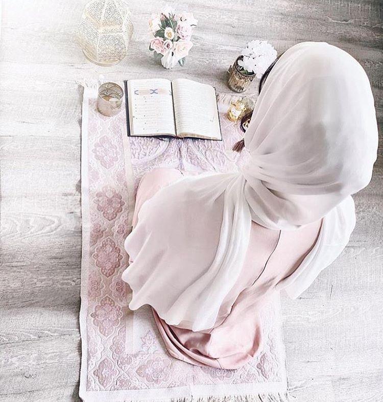 رمزيات بنات محجبات Sur Instagram إذا تخل ى الناس عنك في ك رب فاعلم أن الله ي ريد أن يتولى أمرك Mi Muslim Pictures Islamic Girl Muslim Beauty