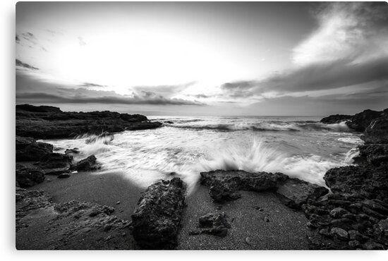 Lienzo en blanco y negro de una playa al amanecer, Oropesa