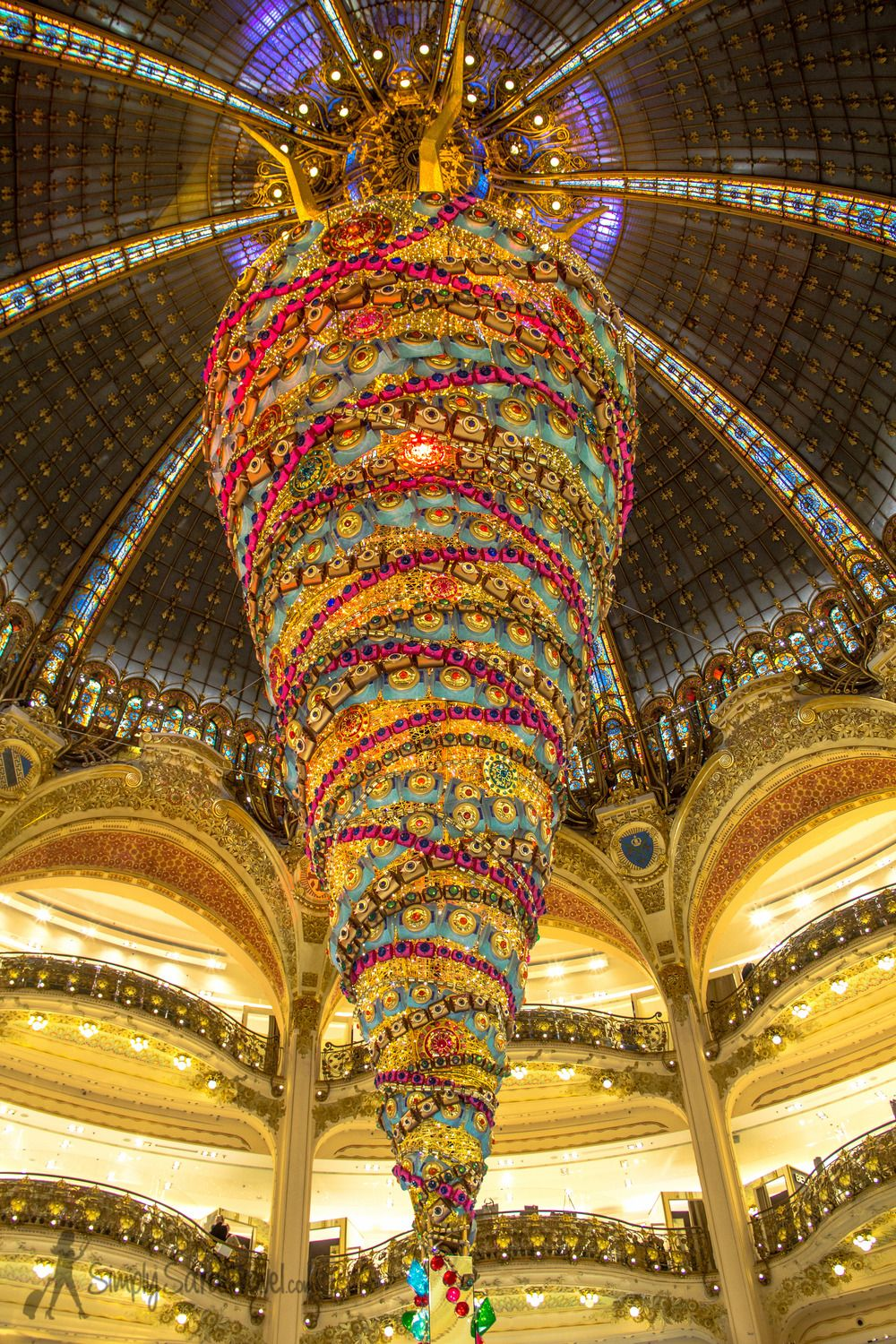 The department store, Galeries Lafayette, has quite the tree to see in #Paris this year!
