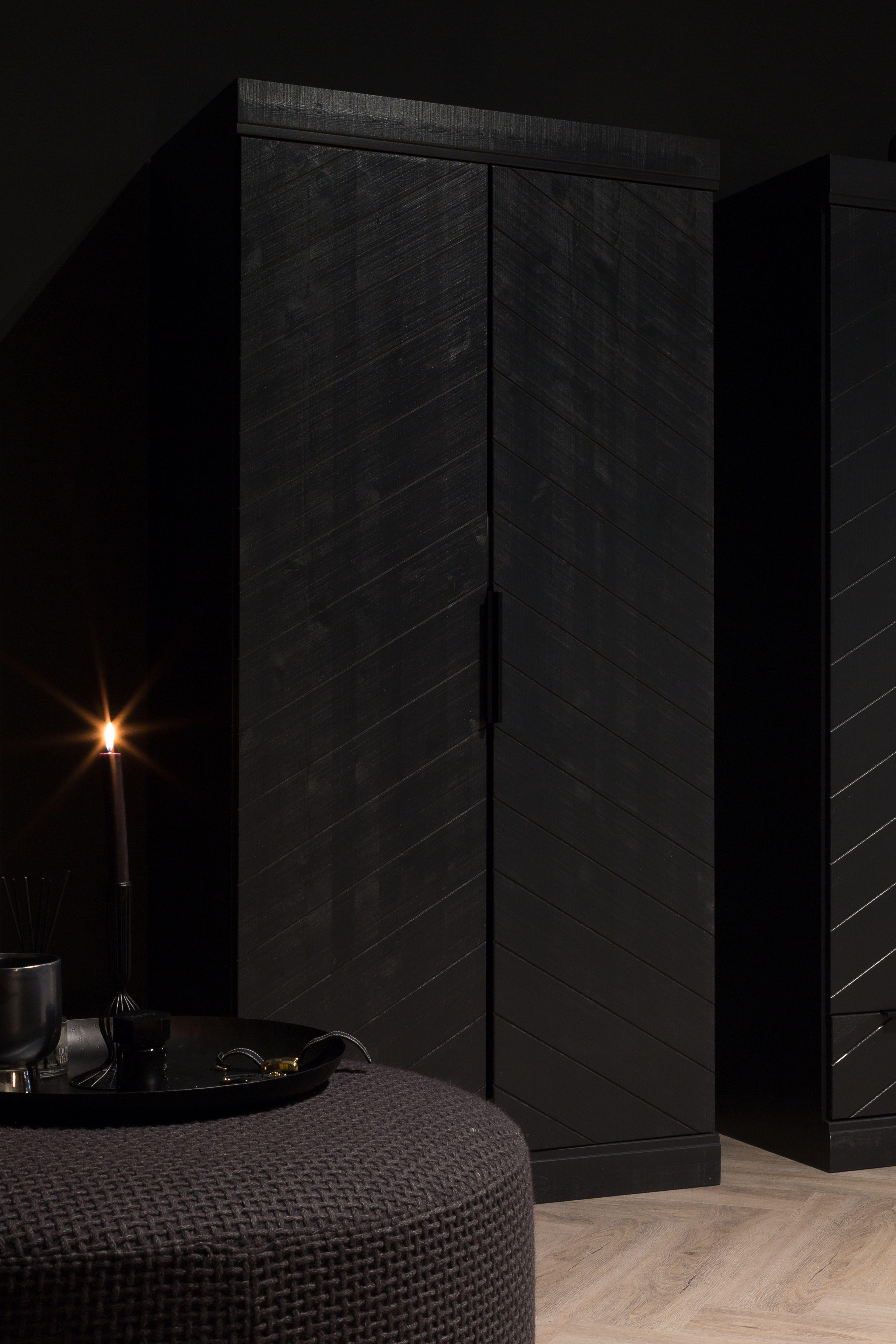 Een deel van onze zwarte slaapkamer! #black #slaapkamer #bedroom ...