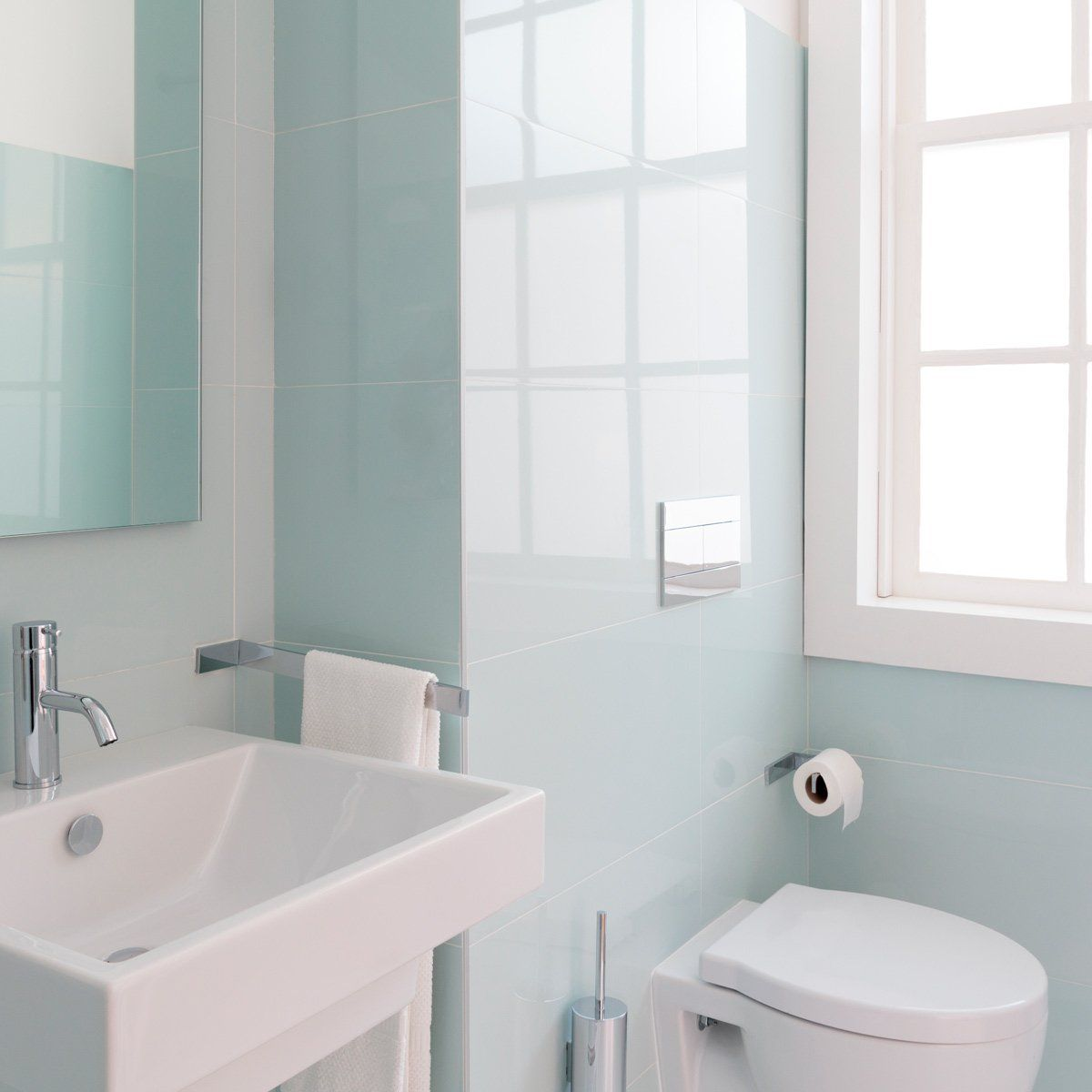 Best Colors for Small Bathrooms #whitebathroompaint
