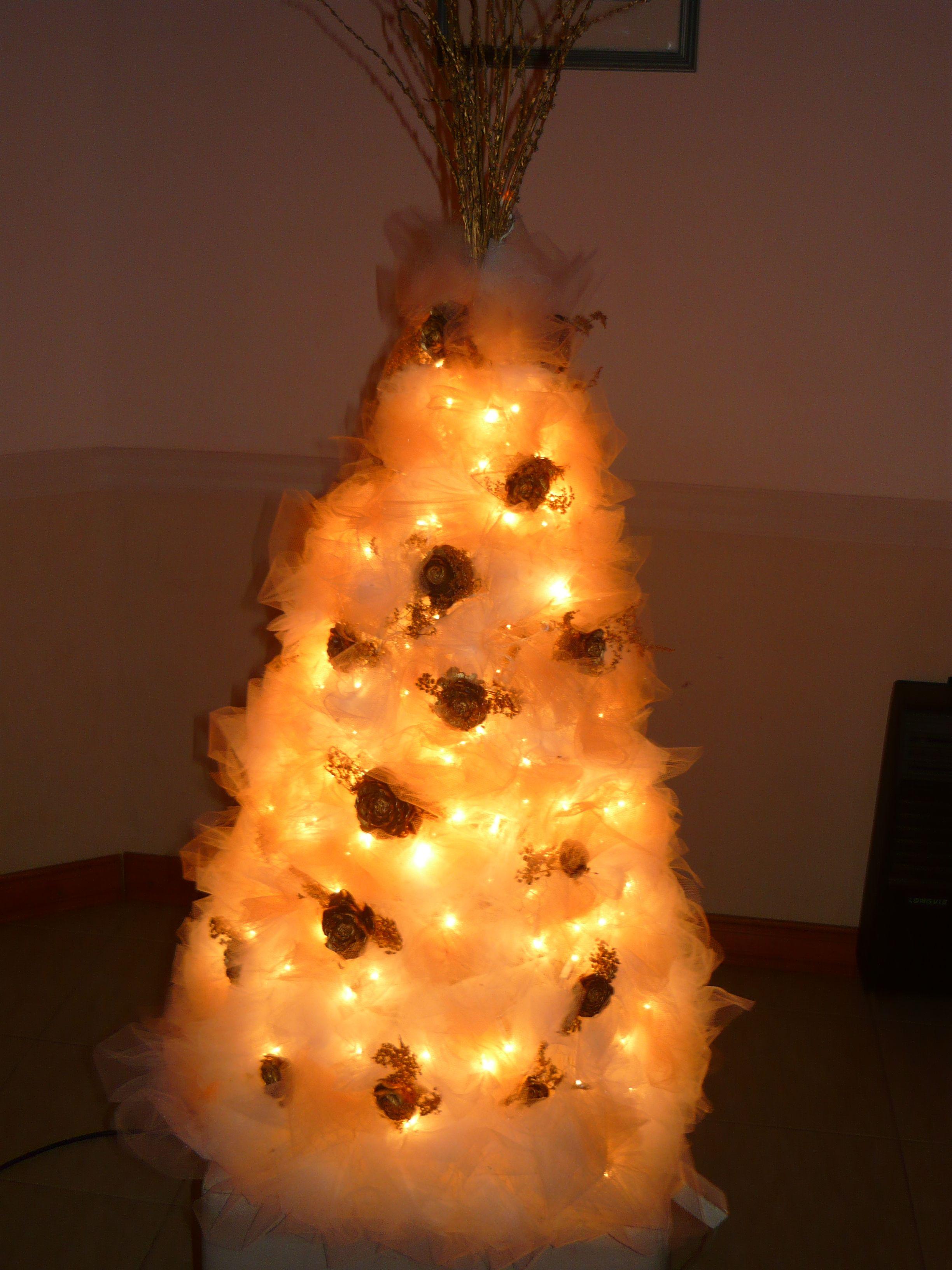 Arbol de navidad con luces y tul decoraciones de navidad pinterest navidad - Luces arbol de navidad ...