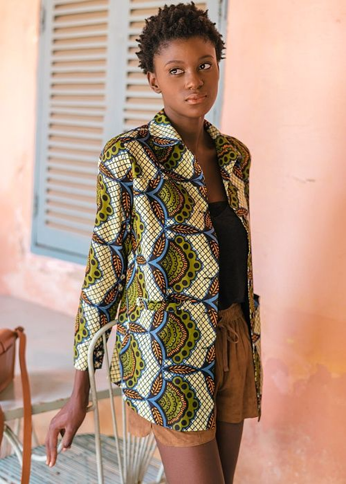 Veste mi longue en wax et en tissu | Veste en pagne, Mode de motifs africains et Veste rose